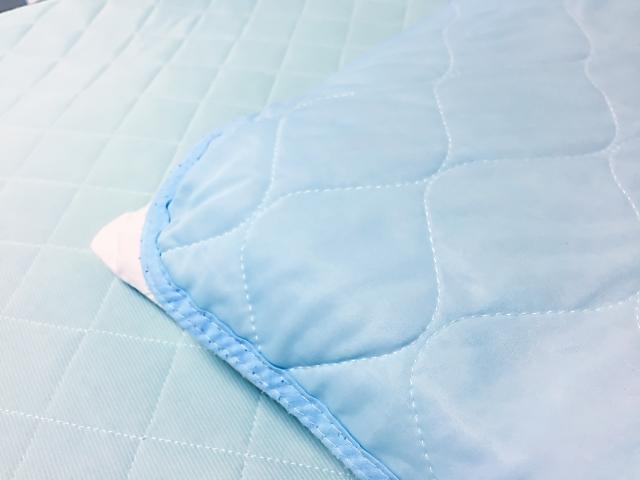 青色のベッドシーツ